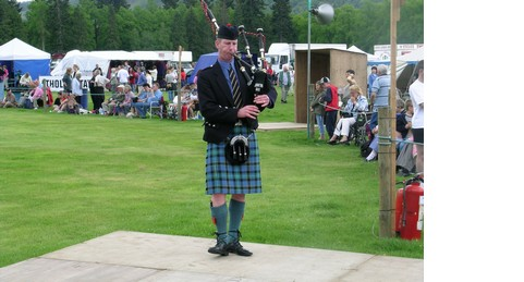 dscn0230_highland_games__sackpipare